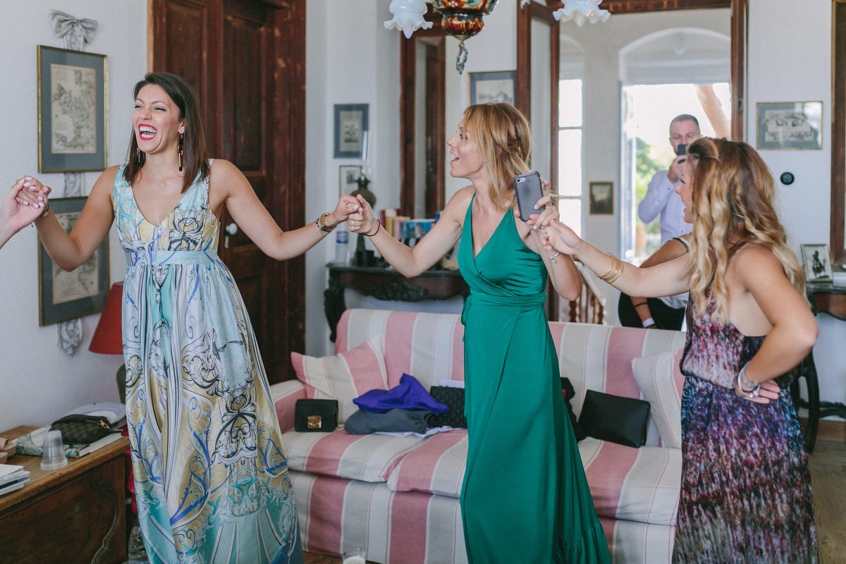wedding in sifnos and the bridemaids dancing